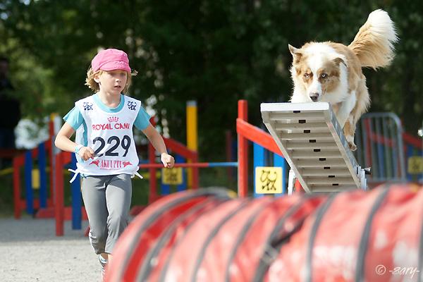 Elsi Pulli ja Riva Agilityn Juniori-SM-kisassa 2011  Kuva: Sari Eskelinen